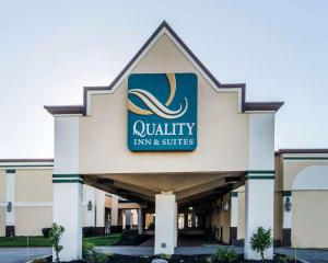 Quality Inn & Suites Conference Center Across from Casino - Hotel - Erie