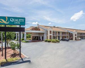 Quality Inn Fort Jackson, Hotels - Columbia