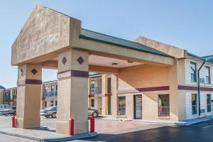 Econo Lodge Brownsville, Motels  Brownsville - big - 1