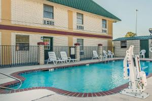 Econo Lodge Brownsville, Motels  Brownsville - big - 32