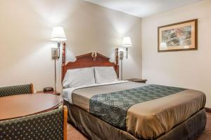 Econo Lodge Brownsville, Motels  Brownsville - big - 21
