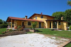 Marina di Pietrasanta Villa Sleeps 10 Pool Air Con - AbcAlberghi.com