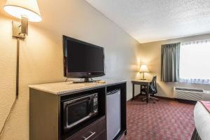 Quality Inn & Suites La Vergne, Hotels  La Vergne - big - 38