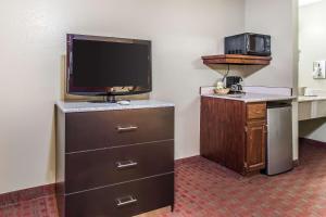 Quality Inn & Suites La Vergne, Hotels  La Vergne - big - 15