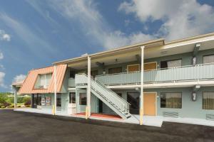 Econo Lodge White Pine - Hotel