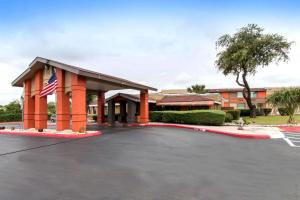 Quality Inn & Suites I-35 near AT&T Center, Hotels - San Antonio