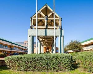Rodeway Inn & Suites South of Fiesta Park