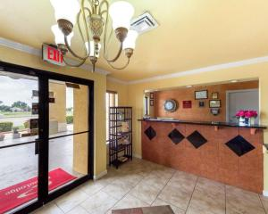 Econolodge Inn & Suites Downtown Northeast, Motel  San Antonio - big - 35