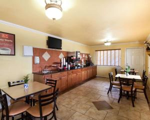 Econolodge Inn & Suites Downtown Northeast, Motel  San Antonio - big - 29