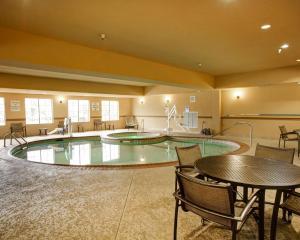 Comfort Suites Buda, Hotel  Buda - big - 39