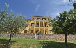 Assisi Villa Sleeps 18 WiFi - AbcAlberghi.com