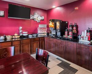 Econo Lodge Inn & Suites Natchitoches, Hotely  Natchitoches - big - 23