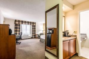 Quality Inn near Finger Lakes and Seneca Falls, Hotely  Waterloo - big - 48