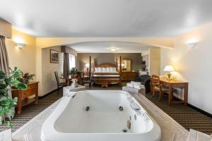 Quality Inn and Suites Summit County, Hotely  Silverthorne - big - 15