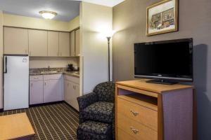 Quality Inn and Suites Summit County, Hotely  Silverthorne - big - 19