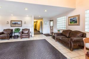 Quality Inn and Suites Summit County, Hotely  Silverthorne - big - 26