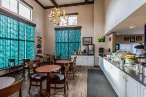 Quality Inn and Suites Summit County, Hotely  Silverthorne - big - 28