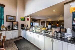 Quality Inn and Suites Summit County, Hotely  Silverthorne - big - 31