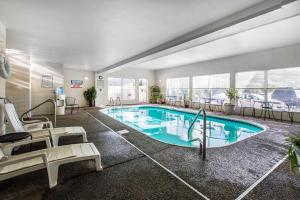 Quality Inn and Suites Summit County, Hotely  Silverthorne - big - 34