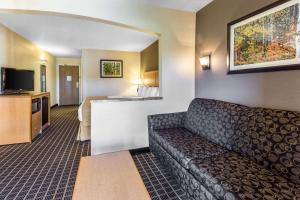 Quality Inn and Suites Summit County, Hotely  Silverthorne - big - 38