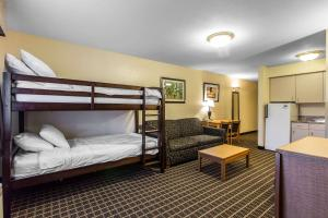 Quality Inn and Suites Summit County, Hotely  Silverthorne - big - 44