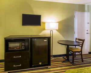 Quality Inn Davenport - Maingate South, Отели  Давенпорт - big - 17