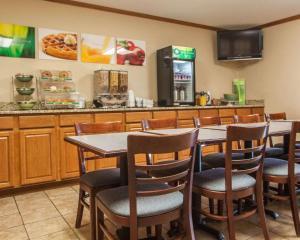 Quality Inn & Suites Eldridge Davenport North, Отели  Eldridge - big - 30