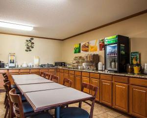 Quality Inn & Suites Eldridge Davenport North, Отели  Eldridge - big - 22
