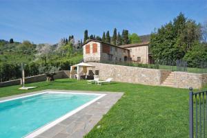 Lucca Villa Sleeps 10 Pool Air Con WiFi - AbcAlberghi.com