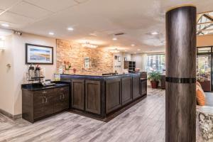CLARION INN AND SUITES LAKE NORMAN