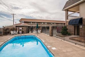 Quality Inn & Suites Near White Sands National Monument, Отели  Аламогордо - big - 34