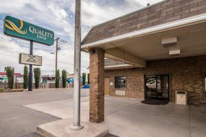 Quality Inn & Suites Near White Sands National Monument, Отели - Аламогордо