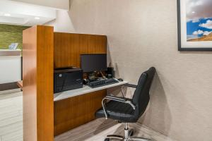 Quality Inn & Suites Near White Sands National Monument, Отели  Аламогордо - big - 38