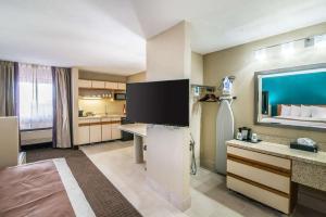 Quality Inn & Suites Near White Sands National Monument, Отели  Аламогордо - big - 45