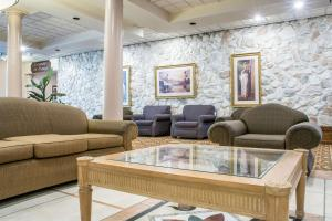 Quality Inn & Suites Palm Island Indoor Waterpark