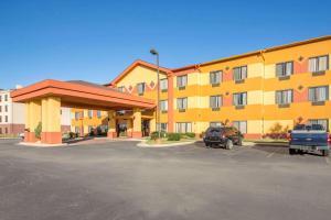 Quality Inn & Suites MidAmerica Industrial Park Area