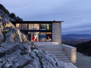 Lucca Villa Sleeps 12 Pool Air Con WiFi - AbcAlberghi.com