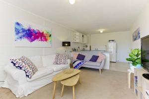 SEA BREEZE – between Cottesloe Beach & Swan River