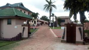 Omari Serwah Hotel - Obo