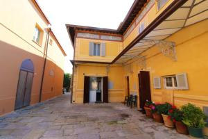 San Feliciano Apartment Sleeps 4 - AbcAlberghi.com
