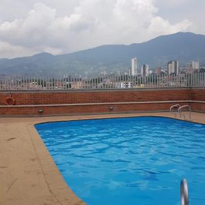 Amazing 3/2 Pool+Gym+Wifi +Mall with Movie theater Only 5min from Sabaneta - La Estrella