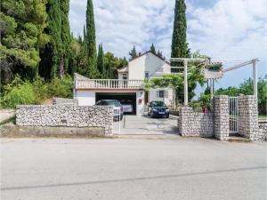 obrázek - Six-Bedroom Holiday Home in Mlini