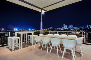 obrázek - Luxury Darwin City Lights Jacuzzi Central Location Large House New Furnishings