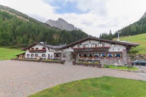 MALGA CES - Hotel - San Martino di Castrozza