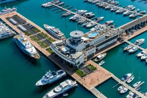 Yacht Club Marina Di Loano - AbcAlberghi.com