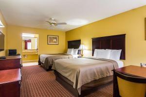 Econo Lodge Inn and Suites, Отели  Брайант - big - 12
