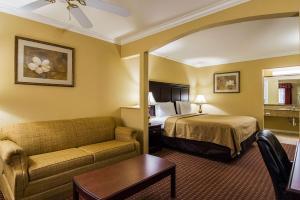 Econo Lodge Inn and Suites, Отели  Брайант - big - 5