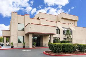 San Bernandino Inn & Suites - Cajon Junction