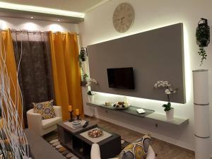 'Golden Aurora' Apartment With Elegant Style