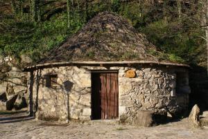 Chozos Rurales El Solitario, Case di campagna  Baños de Montemayor - big - 49
